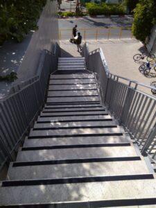 פס למניעת החלקה במדרגות